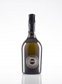Fotografo,bottiglie,vetro,vino,rum, whisky,amari,grappa,cognac.