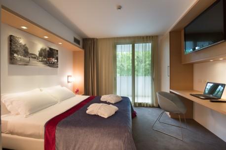 Fotografo di hotel, resort, servizi fotografici d' interni, ristoranti e hotels.